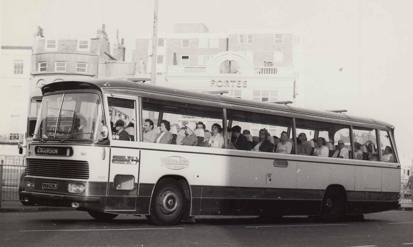 paula-roush-bus-spotting-photobook-msdm-publications-orphan1