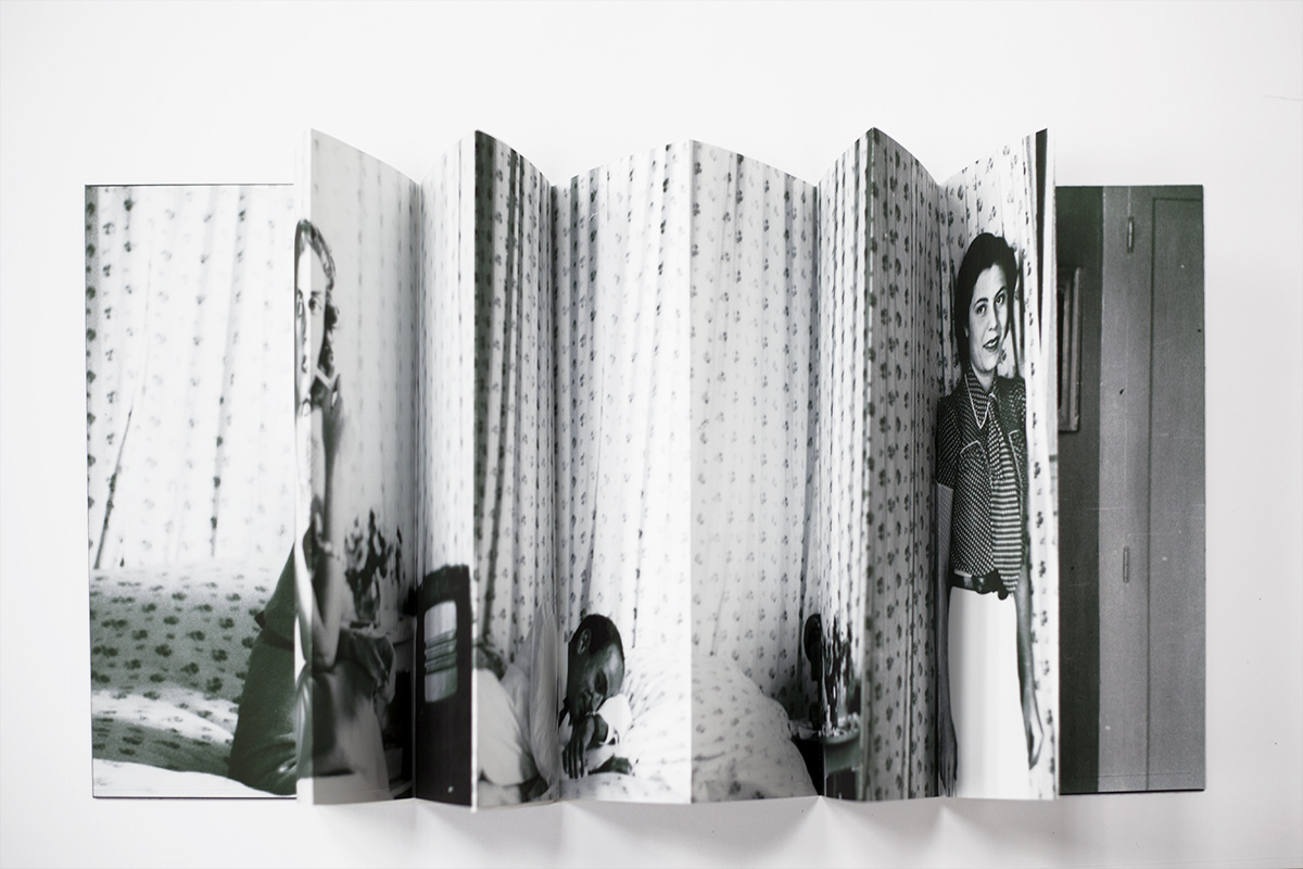 scene #1 : RS (self-portrait by the flower curtains), 12 accordion folded pages 29.7 x 130 cm